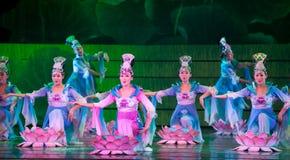 Folkdans: Lotus Arkivbild