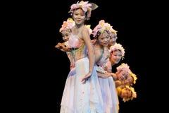 Folkdans: Rosa färgfan Royaltyfri Fotografi