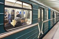 Folket är på Moskvauderground Fotografering för Bildbyråer
