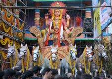 Folket ber till bhagavan Surya arkivfoto