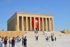 Folket besöker mausoleet av Mustafa Kemal Ataturk Royaltyfri Foto