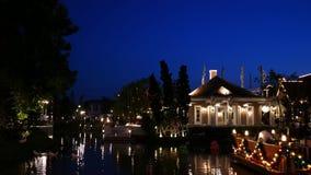 Folket besöker och äter middag på chokladville parkerar och restaurangen i Bangkok, Thailand E arkivfilmer