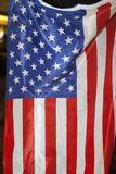 Folket bränner ett U.S. sjunker Royaltyfria Bilder