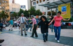 Folket dansar på Union Square Fotografering för Bildbyråer