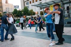 Folket dansar på Union Square Arkivbild