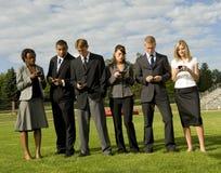 folket för affärscellgruppen phones deras Royaltyfri Bild