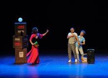 Folket för faster- för fyrkantig dans för missdådare-skissa hopp det gemensamma den stora etappen Arkivbild