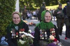 Folket firar dagen av segern Royaltyfria Bilder