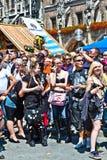 Folket firar den Christopher gatadagen Arkivfoton