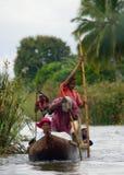 Folket från bytransport fraktar med fartyg på kanaler Royaltyfria Foton