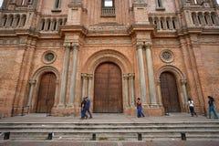 Folket går gatan av Palmira Colombia Arkivfoton