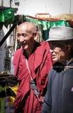Folket går runt om den Jokhang templet i Tibet Fotografering för Bildbyråer