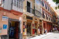 Folket går vid gatan i Seville Spanien Royaltyfri Foto