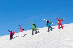 Folket grupperar med snowboarden och Ski Resort Snow Winter Mountain gladlynta vänner arkivbild