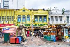 Folket kan sett gå och att shoppa runt om Kasturi för att gå tillsammans med den centrala marknaden, Kuala Lumpur Royaltyfria Bilder