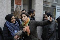 Folket kedjar fast för jews i Danmark Royaltyfri Fotografi