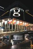 Folket kommer till att shoppa på den nya storslagna shoppinggallerian i Bangkok arkivfoton