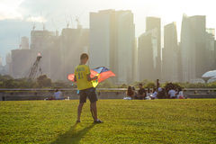 Folket kopplar av på parkera i Singapore Fotografering för Bildbyråer