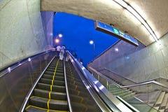 Folket lämnar tunnelbanastationen Fotografering för Bildbyråer