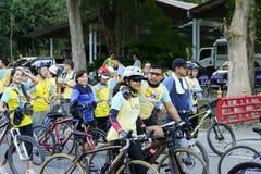 Folket med cykeln deltar in i cykeln för farsaaktivitet i Chiang Mai, Thailand på December 11, 2015 Royaltyfri Bild