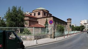 Folket near templet av Hagia Sophia lager videofilmer