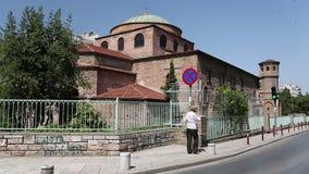 Folket near templet av Hagia Sophia i Thessaloniki, Grekland lager videofilmer