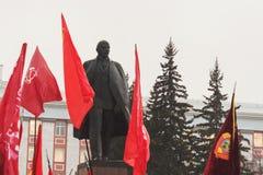Folket på den Maj demonstrationen och samlar i den ryska länsstyrelsen royaltyfri fotografi