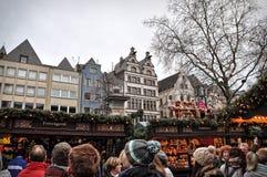 Folket på jul marknadsför i Cologne, Tyskland Royaltyfri Bild