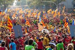 Folket på samlar fordrande självständighet för Catalonia Royaltyfria Bilder