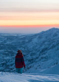 Folket på vinter semestrar, att skida och snowboardingen Arkivfoton