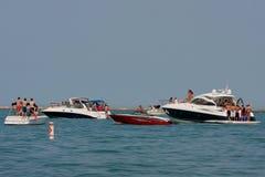 Folket Party på fartyg i laken Michigan arkivfoton
