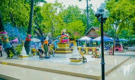 Folket respekterar till Buddha Arkivbild
