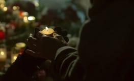 Folket rymmer en brinnande stearinljus Fotografering för Bildbyråer