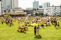 Folket samlar på Bersih 4 samlar i Kuching Royaltyfria Foton