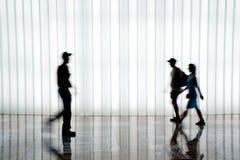 folket silhouette att gå royaltyfria foton