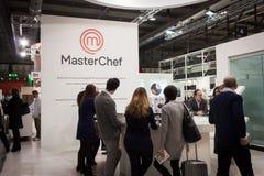 Folket som besöker MasterChef, står på HOMI, internationell show för hem i Milan, Italien Arkivfoton