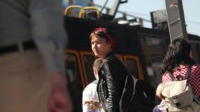 Folket som går på spårvagnen, stoppar i Warszawastadsmitt
