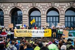 Folket som marscherar på Marche, häller Le Climat i Frankrike framme av U arkivbild