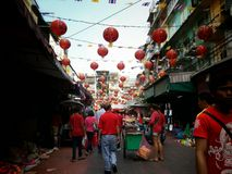 Folket som shoppar och, firar det kinesiska nya året chinatown 2015 bangkok Royaltyfri Fotografi