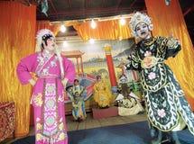 Folket utför den kinesiska operan Arkivbild
