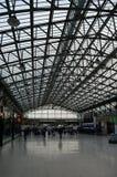 Folkhoptak på järnvägsstationen, Aberdeen, Skottland Royaltyfria Bilder