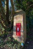 FOLKINGTON,东部SUSSEX/UK - 1月28日:老红色岗位箱子在Folkington,2019年1月28日东萨塞克斯郡 免版税库存照片