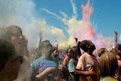 Folkkastfärg bombarderar på den bubblaPalooza händelsen Arkivfoto