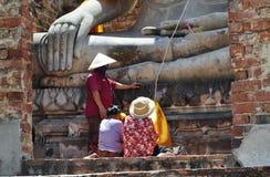 Folklönrespekt till Lord Buddha Arkivbilder