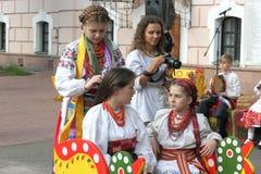 Folklor fryzura z kwiatami zdjęcia royalty free