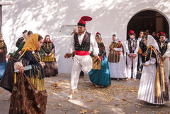 Folkloredans typiska Ibiza Spanien Arkivfoton