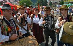 Folkloreensemble stockfotografie