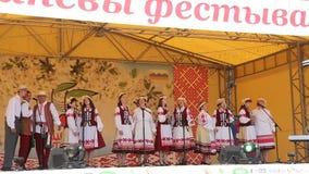 Folkloreensemble die Witrussische liederen zingen stock video