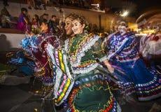Folklorico舞蹈家多重曝光在Dia De Los Muertos Ma 免版税图库摄影