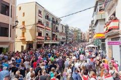 Folkmassa av åhörarna på en festival av tjurar och hästar i Segorbe royaltyfria foton